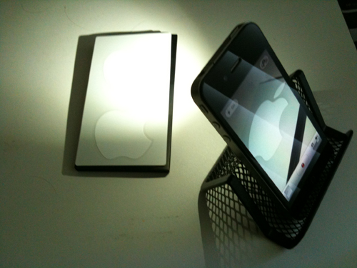 iPhone 4 LED Flashlight Apps Begin To Light Up The App Store